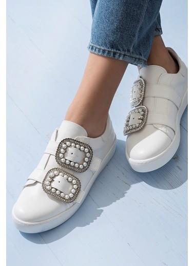 Elle Bant Detaylı Ayakkabı Beyaz